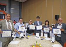 Condecora el SEMS a personal académico y administrativo por 20 y 25 años de servicio a la UdeG