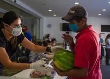 """Apoya la UdeG con 7 mil despensas, mediante programa """"Ayuda a que otros se queden en casa"""", del SEMS"""