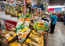 Especialista en favor de crear sellos para alertar si un producto tiene alimentos transgénicos