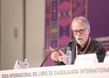 """""""La poesía es libre y no tiene que ceñirse a una forma específica""""; David Huerta"""