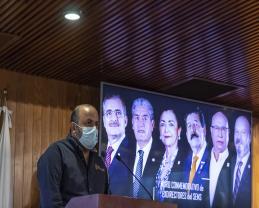 Develan muro conmemorativo, en el auditorio del edificio Valentín Gómez Farías, dedicado a exdirectores del SEMS