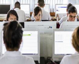 """""""La educación es el pilar que debe sostener las bases democráticas y participativas de la ciudadanía digital"""": Académica de UdeG"""